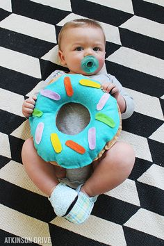 """This """"sweet"""" felt donut costume is the perfect thing for your little one this Halloween! Put it together with just a little bit of time and money, and your child will be the hit of the neighborhood! /// by Atkinson Drive Diy Outfits, Creative Halloween Costumes, Baby Halloween, Halloween Donuts, Zombie Costumes, Halloween Couples, Group Halloween, Halloween 2020, Halloween Stuff"""