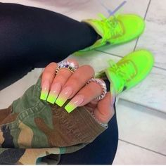cute nails trends We Can't Get Enough of the Gradient Nail Trend — and Neither Can Kylie Jenner Neon Yellow Nails, Bright Summer Acrylic Nails, Best Acrylic Nails, Acrylic Nail Designs, Acrylic Nails Green, Bright Nails Neon, Blue Nail, Black Nails, Gradient Nails