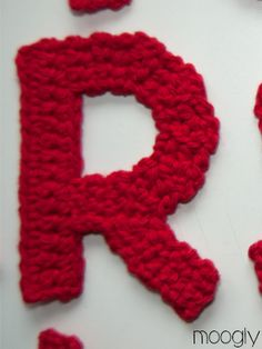 Free crochet patterns for the entire alphabet. Appliques Buchstaben The Moogly Crochet Alphabet - Say It With Crochet! Crochet Alphabet Letters, Crochet Letters Pattern, Crochet Applique Patterns Free, Crochet Motif, Crochet Yarn, Crochet Flowers, Crochet Stitches, Crochet Hooks, Free Crochet
