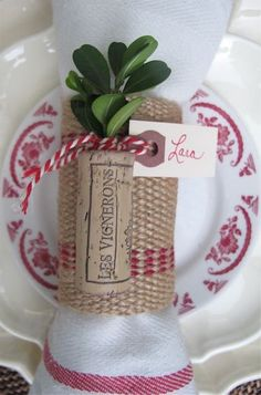 Christmas Place Cards - corks, greens & twine Get the easy tutorial - and if u have no wine corks no worries I'll share!