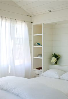 Traditional Beach Style Bedroom with Built-ins Cama Murphy, Murphy Bed Ikea, Murphy Bed Plans, Small Master Bedroom, Small Bedrooms, White Bedrooms, Master Bedrooms, White Paint Colors, White Paints