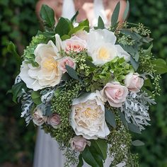 Step by step tutorial how to make your own diy bridal bouquet using gorgeous fresh and crepe paper flowers.
