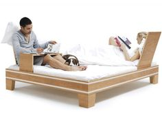 bed 360º - Both backrests and sidetables can be positioned anywhere around the bed. Everything is fixed by two belts only, making it quick and easy to assemble.