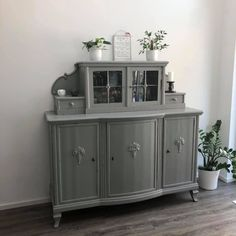 Renovate furniture with chalk paint-Möbel renovieren mit Kreidefarbe Painted with varnish from Painting the past. DIY for your home. Diy Furniture Redo, Home Furniture, Furniture Projects, Furniture Design, Fireplace Furniture, Furniture Arrangement, Teds Woodworking, Home Furnishings, Powder Room