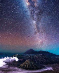 Incredible image of the Milky Way shining down Mount Fuji. Steve Lance Lee captured the mesmerising image whilst on a honeymoon in Lake Kawaguchiko, Japan.  Caters news agency  #photography #japan #longexposure #nightshot #mountfuji #honeymoon #milkyway #amazing #potd #instalike #stars #starrysky #thetimes  via ✨ @padgram ✨(http://dl.padgram.com)