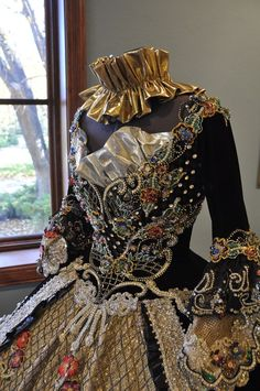2010 dress made for the Society of Martha Washington Colonial Pageant and Ball in Laredo, Texas.A MODERN ball gown in the 19thc style. Designed by Linda Leyendecker Gutierrez and Niti Volpe. The handwork that went into this gown is Amazing! Brit Gal in the USA: A visual feast of stunning beauty! Here's a National Geographic Article about the Ball: http://ngm.nationalgeographic.com/2006/11/laredo/swartz-text/1