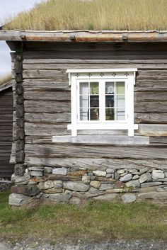 love the window trim! perfect for the log cabin windows. and what about a grass roof?
