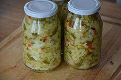 Courgette inmaken kun je heel gemakkelijk in azijn met suiker. Dit recept wordt ook wel Atjar van courgette genoemd en is heerlijk als salade bij Oosterse gerechten.Dit recept is ook gemaakt door Carmen Zuidervaart van Carmen's Kitchenmet gele ipv groene courgette. Zij heeft de ui vervangen door Canning Vegetables, Veggies, Cooking Jam, Spice Mixes, Kimchi, Pickles, Food And Drink, Jar, Homemade