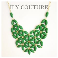 {Kelly Green Statement Necklace from Ily Couture} Diy Jewelry, Beaded Jewelry, Handmade Jewelry, Jewelry Making, Unique Jewelry, Jewellery, Jewelry Ideas, Jewelry Box, Green Statement Necklace