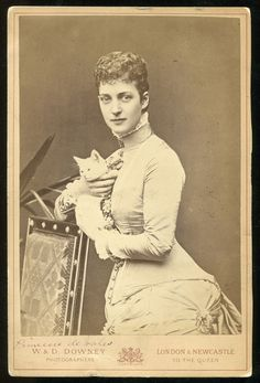 F23 - *RARE* GB Royalty 1870s Princess Alexandra of Wales with CAT Cabinet Photo
