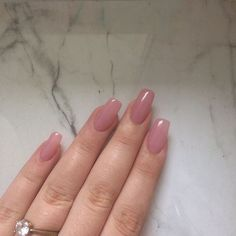On average, the finger nails grow from 3 to millimeters per month. If it is difficult to change their growth rate, however, it is possible to cheat on their appearance and length through false nails. Acrylic Nails Natural, Simple Acrylic Nails, Best Acrylic Nails, Simple Nails, Simple Elegant Nails, Natural Fake Nails, Perfect Nails, Gorgeous Nails, Pink Nails