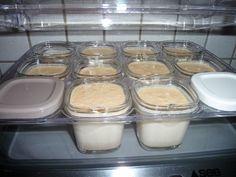 bonjour bonjour ! ***************** ces yaourts aux petits beurres , je les fais très souvent car on adore ça . et c'est vite fait ! pour les réaliser , je me sert du thermomix pour mixer et tout mélanger . il nous faut pour 10 pots : 1 litre de lait... Mousse, Cooking Tips, The Balm, Biscuits, Pudding, Sweets, Pots, Muffins, Cakes
