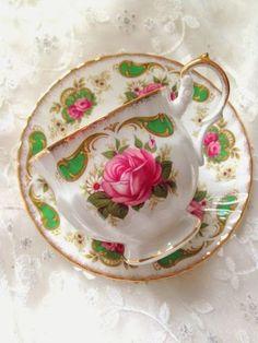 Tea Sets Vintage, Vintage Cups, Vintage Plates, Vintage China, China Tea Sets, Bone China Tea Cups, Teapots And Cups, My Cup Of Tea, Chocolate Pots