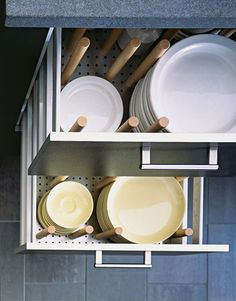 Smart Kitchen Storage Ideas - Kitchen Organizing Tips - Good Housekeeping Crockery Drawer Smart Kitchen, Clever Kitchen Storage, Small Kitchen Organization, Kitchen Storage Solutions, Stylish Kitchen, Kitchen Drawers, New Kitchen, Kitchen Decor, Kitchen Ideas