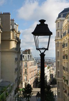 Montmartre, Paris XVIII    Only 92 more days until I get to see this myself :)