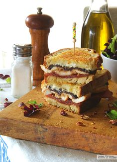 Sandwich with mustard chicken, goat cheese, plums and quince. Recipe (Direct To Palate) - sonia - Sandwich Deli Sandwiches, Empanadas, Tapas, Cooking Time, Cooking Recipes, Food Porn, Tacos And Burritos, No Salt Recipes, Brunch Buffet