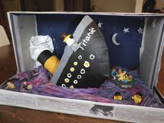 craft ideas for model boats   The boat is a cardboard, toilet paper tube, tape, modge podge creation ...