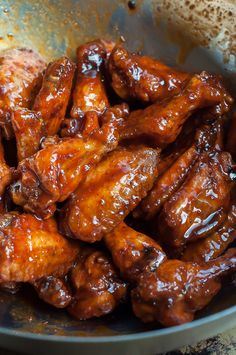 Have you ever cried of joy during a meal? Try these Crispy Honey Sriracha Wings for the best finger licking experience! Siracha Chicken Wings, Sriracha Wings, Spicy Wings, Honey Siracha Wings, Crockpot Chicken Wings, Honey Wings, Honey Sriracha Sauce, Crispy Baked Chicken Wings, Hot Wing Sauces