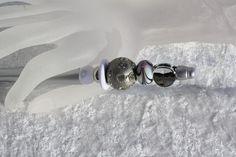 #Kugelschreiber #schreiben #Perlen #silber  Hier aus meiner Kollektion Schmuckkugelschreiber ein Exemplar mit einem wunderschönen Perlenmix. Der Kugelschreiber ist aus Kunststoff und liegt daher...