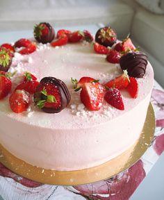 Strawberrycake 🍓 #mansikkakakku #gluteeniton Panna Cotta, Cheesecake, Gluten Free, Baking, Ethnic Recipes, Desserts, Food, Glutenfree, Tailgate Desserts