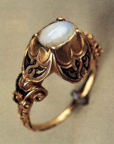 "renaissance-art:  ""sixteenth century gold and opal ring  """