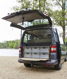 If you want to convert a high-roof station wagon like the Mercedes-Benz Citan or VW Caddy or a van like the VW Bus or the V-Class from Mercedes-Benz into a part-time camping car, you will find another Vw Camper Bus, Mini Camper, Mini Caravan, Minivan Camping, Mercedes G Wagon, Mercedes Maybach, Camping Diy, Camping Hacks, Camping Gear
