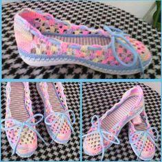 zapatos tejidos a crochet para dama ile ilgili görsel sonucu Crochet Sandals, Crochet Boots, Crochet Slippers, Crochet Baby, Knit Crochet, Sock Shoes, Shoe Boots, Crochet Wrist Warmers, Slipper Sandals