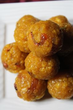 Even though i have posted my all time favourite motichoor ladoo here before, i still wanted to share boondi ladoo recipe. The procedure. Indian Desserts, Indian Sweets, Indian Food Recipes, Gourmet Recipes, Vegetarian Recipes, Indian Foods, Healthy Recipes, Boondi Ladoo, Jelly Bread