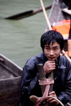 Shenong stream on Yangtze river, Peapod boatsman