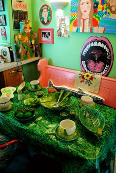 Artist Lally MacBeth's colourful Cornish home. #cabbageware #retro #vintage #interiordesign #artists #homes #colourful #colorful #homedecor #LallyMacBeth For more artists' homes visit www.ompomhappy.com