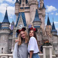 Disney World Fotos, Disney World Pictures, Cute Disney Pictures, Cute Friend Pictures, Disneyland Photography, Disneyland Photos, Disneyland Paris, Photos Bff, Best Friend Photos