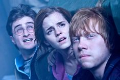 Harry Potter and the Deathly Hallows: Part II - Publicity still of Daniel Radcliffe, Rupert Grint & Emma Watson. The image measures 3888 * 2592 pixels and was added on 5 May Harry James Potter, Quiz Harry Potter, Harry Potter Theories, Images Harry Potter, Harry Potter Characters, Harry Potter World, Potter Facts, Harry Harry, Ron Weasley