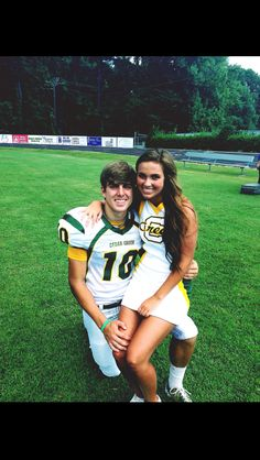 I will take a picture like this one day! more cheer football couple, football Football Cheerleader Couple, Cute Couples Football, Football Girlfriend, Goals Football, Sports Couples, Cute Couples Teenagers, Teenage Couples, Football Cheerleaders, Cute Couples Goals