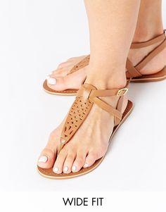 Image 1 - New Look - Facet - Sandales plates à entredoigt pointure large - Fauve