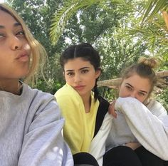 Earlier today, it's been revealed that Kylie Jenner and her BFF, Stassie filmed themselves twerking and Stassie shared the clips on her social media. Kylie Jenner Friends, Kendall Y Kylie Jenner, Looks Kylie Jenner, Estilo Kylie Jenner, Kylie Jenner Style, Kardashian Jenner, Kourtney Kardashian, Kylie Jenna, Kylie Baby
