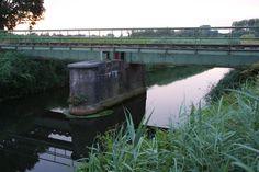 Duits Lijntje. Brug over riviertje de Aa in Veghel. Eenzaam over gelaten aan de elementen. German rail road. Bridge over river Aa in Veghel. Lonely, waiting for his fate.