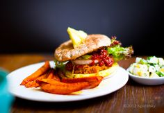 Pineapple Jerk Veggie Burgers with Cucumber Pineapple Salsa and Sweet Potato Fries Best Vegetarian Sandwiches, Vegan Veggie Burger, Veggie Fries, Vegan Burgers, Vegetarian Recipes, Healthy Recipes, Burger Recipes, Plant Based Burgers, Vegan Main Dishes