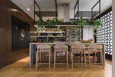 Projetos | Revista ÁREA Kitchen Interior, Kitchen Decor, Küchen Design, House Design, Bar Counter Design, Open Plan Kitchen Living Room, New Kitchen Designs, Modern Interior Design, Dining Area