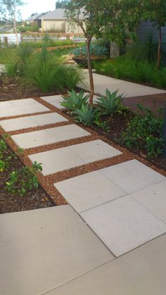 crushed gravel between pavers gives a rustic stepping stone look to paths Crushed Gravel, Outdoor Spaces, Outdoor Decor, Home Landscaping, Patio, Go Outside, Walkway, Pathways, Landscape Architecture