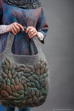 Handmade Felt, Handmade Bags, Creative Bag, Felt Pictures, Felt Purse, Medicine Bag, Wet Felting, Needle Felting, Fabric Manipulation