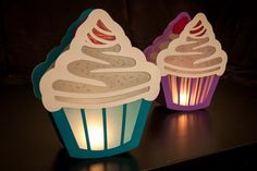 Craft template cupcake lantern to St. Martin Craft template cupcake lantern to St. Diy Bottle, Bottle Crafts, Christmas Morning, Christmas Gifts, Diy With Kids, Reuse Plastic Bottles, Organic Maple Syrup, Diy And Crafts, Paper Crafts