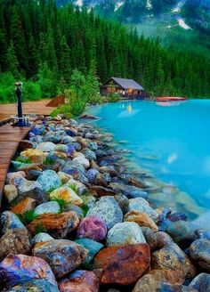 Rocky Shore, Lake Louise, Canada photo via danjones  Canada Travel  हमारी साइट पर सूचना   https://storelatina.com/canada/travelling #Canadatravel #tourism #canadabeaches #canadaviaje