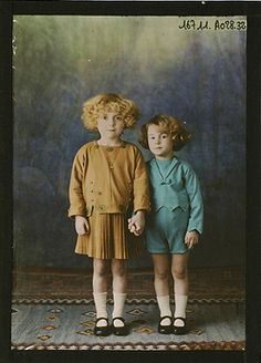 Autochrome photo: Two children circa 1921, Salon du goût français.