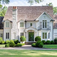 Cottage Exterior, Curb Appeal, Landscape Design, Beautiful Homes, Mansions, Painted Brick Exteriors, Architecture, House Styles, Villa