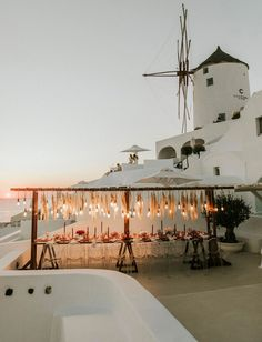 It's love on the Aegean Sea today with this dusty rose-filled, intimate pampas wedding on a Santorini balcony!