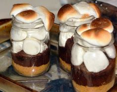 SMORE'S IN A JARSTORE.COM JAR Ingredients: 4 Hershey's bars, roughly chopped ½ cup heavy cream 1 cup marshmallow fluff 16 Honey Maid Graham cracker squares 3 tablespoons butter, melted Summer Desserts, No Bake Desserts, Just Desserts, Delicious Desserts, Dessert Recipes, Yummy Food, Jar Recipes, Fun Food, Dessert Ideas