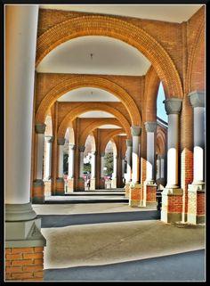 Corredor lateral esquerdo da Basílica de Aparecida...SP - BRASIL.