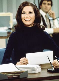 Mary Tyler Moore Dead: Iconic Actress Dies at 80 - Us Weekly