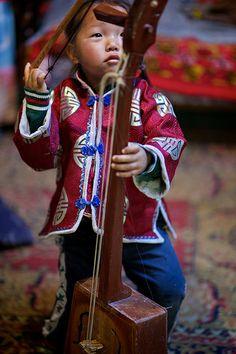 Mongolian child, Gobi desert, Mongolia
