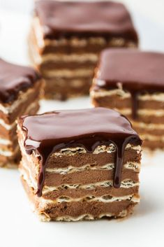 desserts Don't Pass Over This Chocolate-Matzo Layer Cake Matzo is dipped in coffee before getting layered with chocolate ganache, then topped with more chocolate for an icebox-style Passover dessert. Passover Desserts, Passover Recipes, Jewish Recipes, Köstliche Desserts, Delicious Desserts, Jewish Desserts, Passover Feast, Jewish Food, Cupcakes